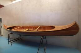 canoa realizzata a mano in mogano…….